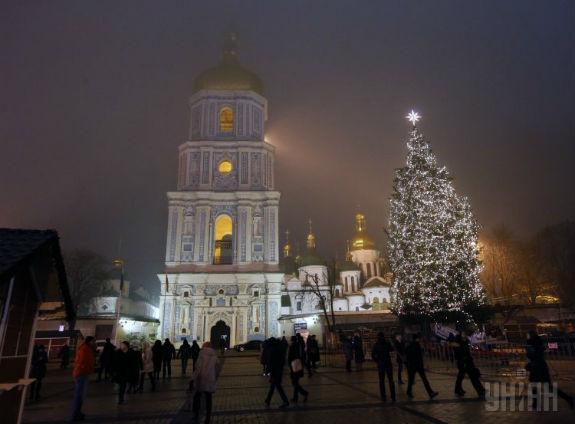 Як змінювалася головна новорічна ялинка України протягом півстоліття - фото 16