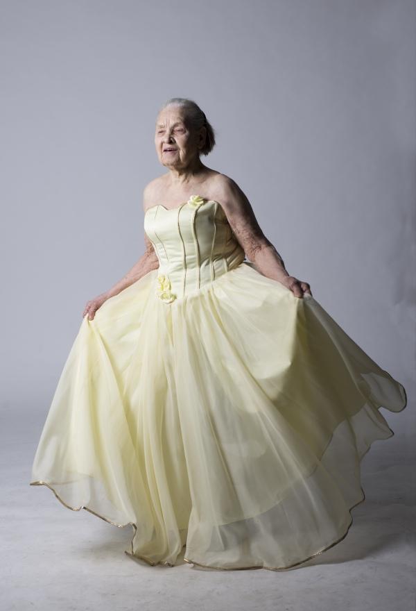 Як киянка у 91 рік відчуває себе красивою та позує ню (18+) - фото 1