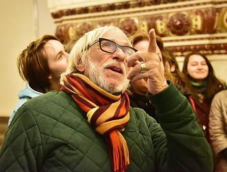 П'єр Рішар помацав мозаїку у московському метро - фото 1