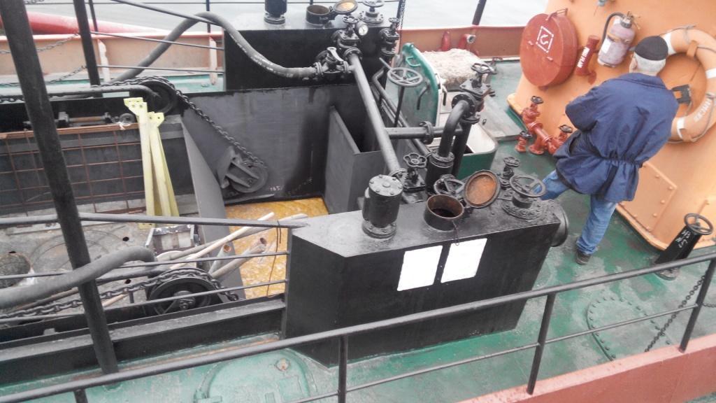В акваторії Миколаївського порту - розлив рослинної олії - фото 1