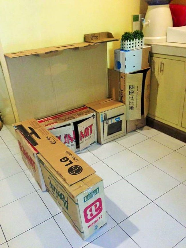 Як мама зробила дивовижну міні-кухню для доньки із картонних коробок  - фото 3