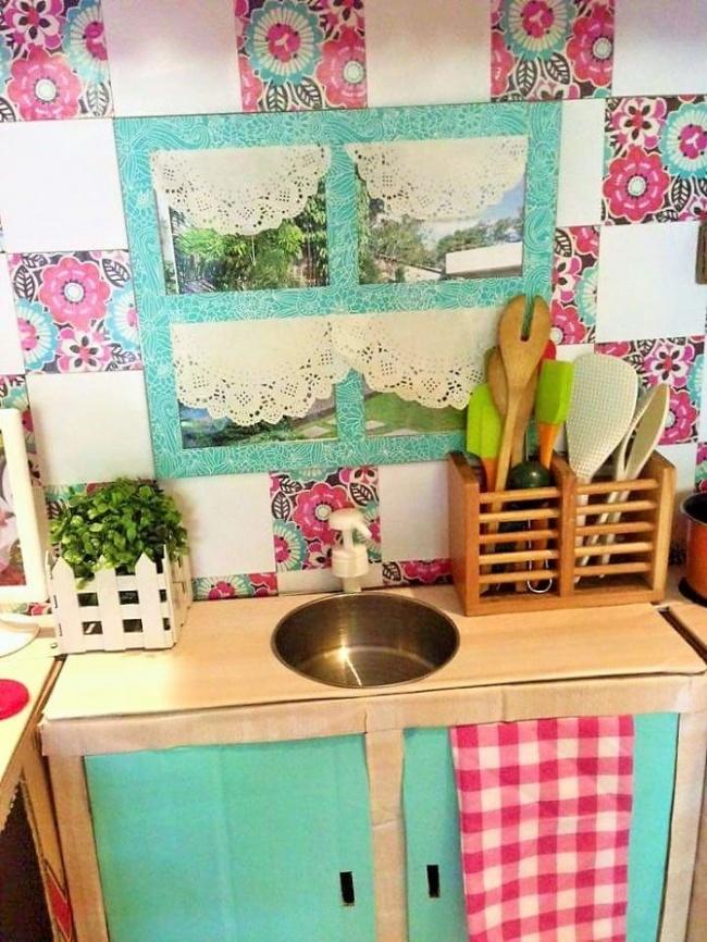 Як мама зробила дивовижну міні-кухню для доньки із картонних коробок  - фото 6