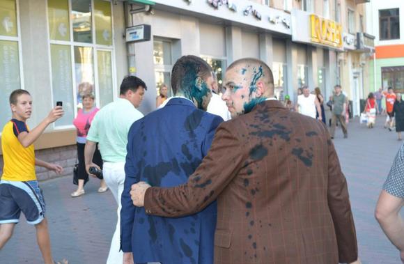 Друзів Медведчука знову облили зеленкою у Вінниці - фото 2