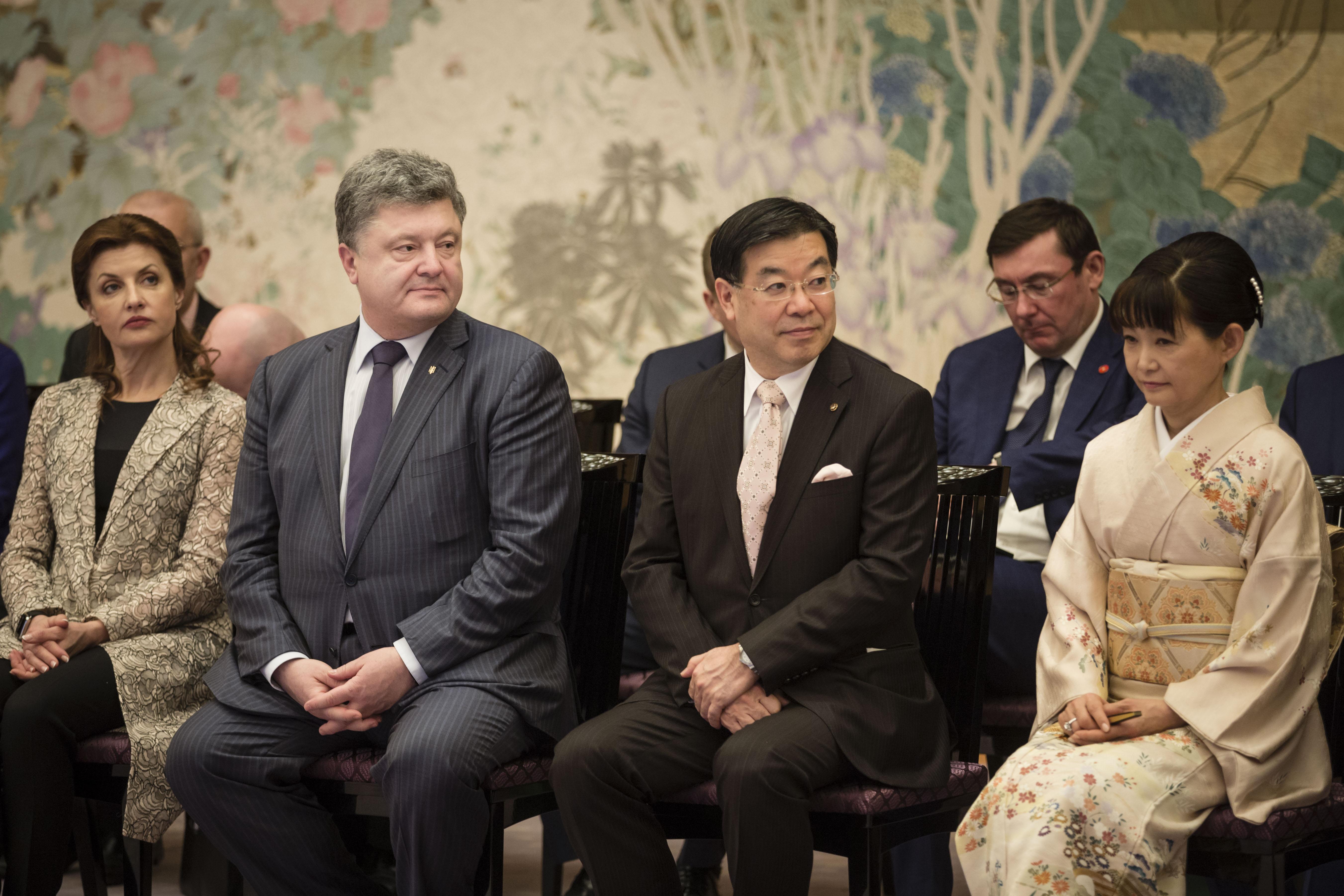 Порошенко почаював з керівниками Японії - фото 3