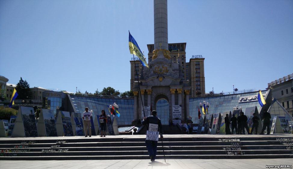 Кримський татарин тиждень голодує на Майдані (ФОТО) - фото 1