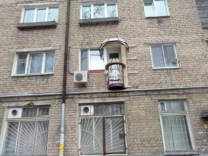 ТОП-20 балконів, володарі яких плювали на оточуючих - фото 16