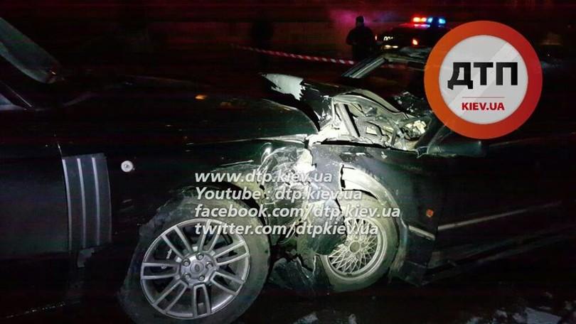 У Києві озброєні грабіжники протаранили авто поліцейських  - фото 1