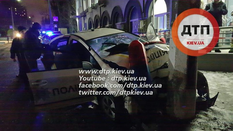 У Києві озброєні грабіжники протаранили авто поліцейських  - фото 3