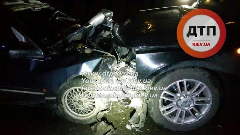 У Києві озброєні грабіжники протаранили авто поліцейських  - фото 5