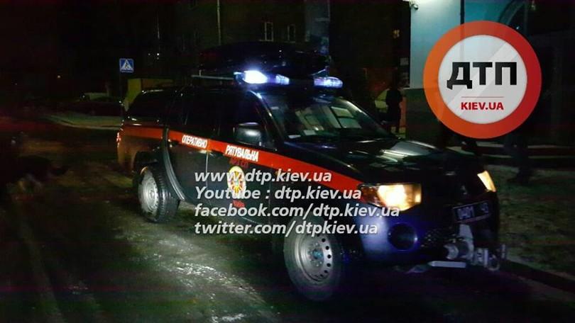 У Києві озброєні грабіжники протаранили авто поліцейських  - фото 6