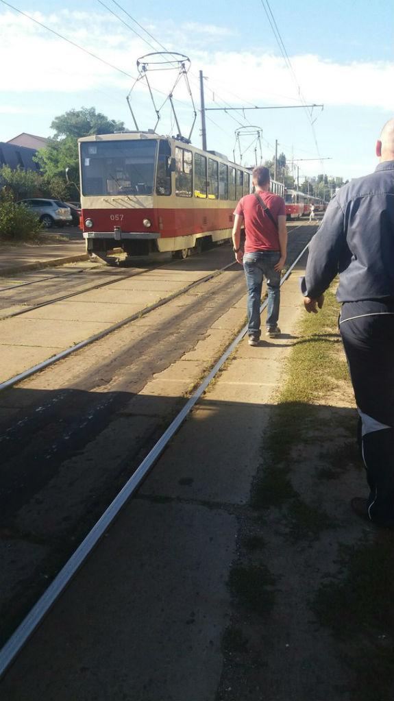 У Києві трамвай протаранив автівку  - фото 2