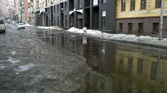 Дороги Києва перетворилися на моря  - фото 2