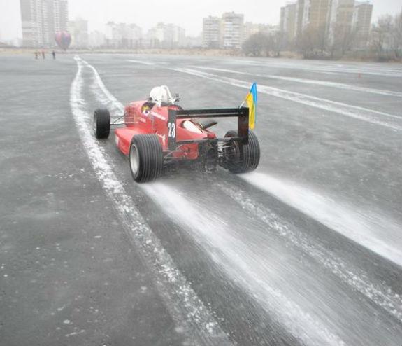 Киянин встановив рекорд швидкості на замерзлому озері  - фото 2