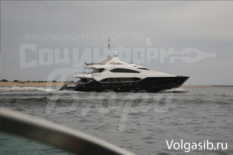 Януковича помітили у Волгограді на дорогезній яхті - фото 1