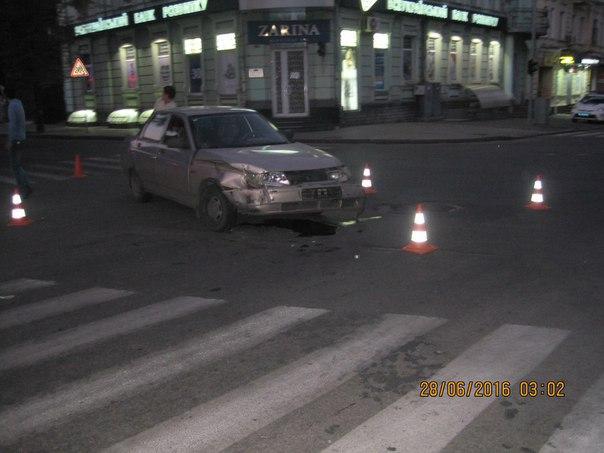 """У центрі Харкова копи протаранили """"десятку"""" - фото 1"""