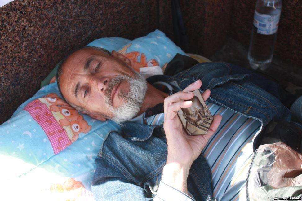 Кримський татарин тиждень голодує на Майдані (ФОТО) - фото 2