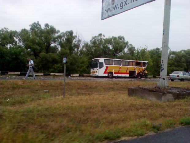 Під Харковом навантажена фура врізалася в автобус, - очевидці - фото 1