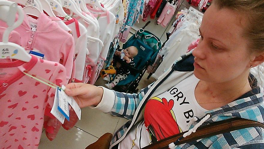 Росіянка з селфі-палкою показала, як насправді виглядає день матусі - фото 9