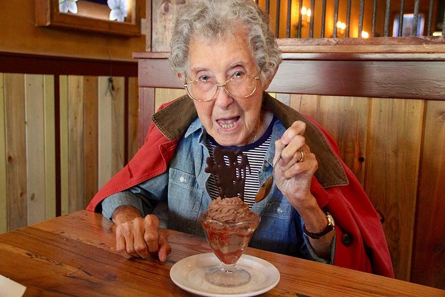 Як 90-річна бабуся, хвора на рак, обрала шалену подорож замість лікування - фото 4