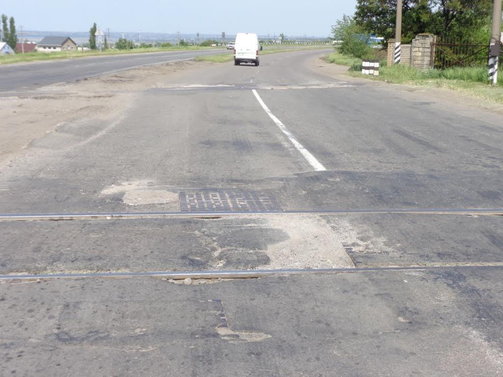 """""""Укрзалізниця"""" не відреагувала на скарги дорожників щодо аварійного стану переїзду"""