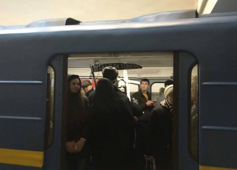 """""""Смерть"""" розшукувала Путіна у столичному метро - фото 3"""