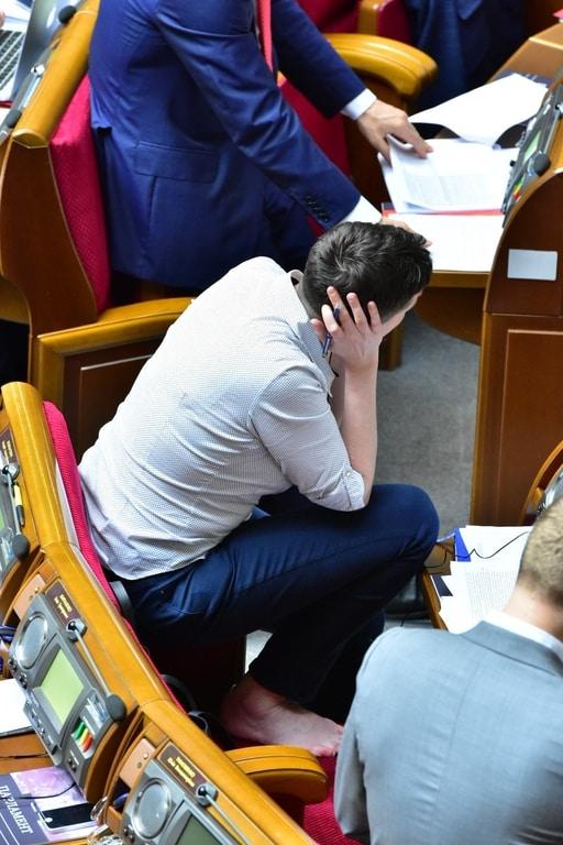 Як Савченко босоніж голосувала у Раді  - фото 3