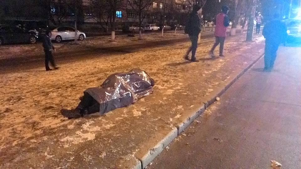 Жахлива ДТП у Києві: Одне авто згоріло, водій загинув - фото 7