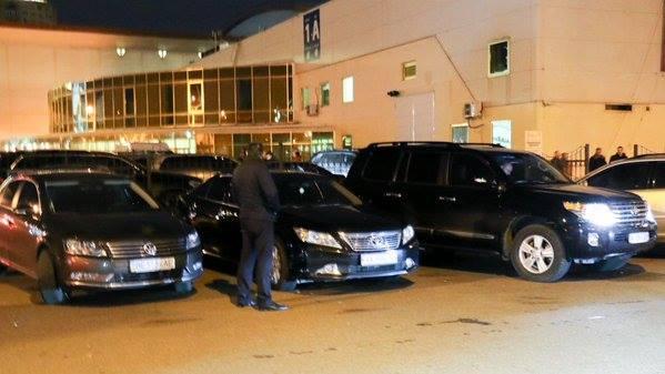 """Учасники форуму Саакашвілі приїжджали на """"антикорупційних"""" автомобілях (ФОТО) - фото 1"""