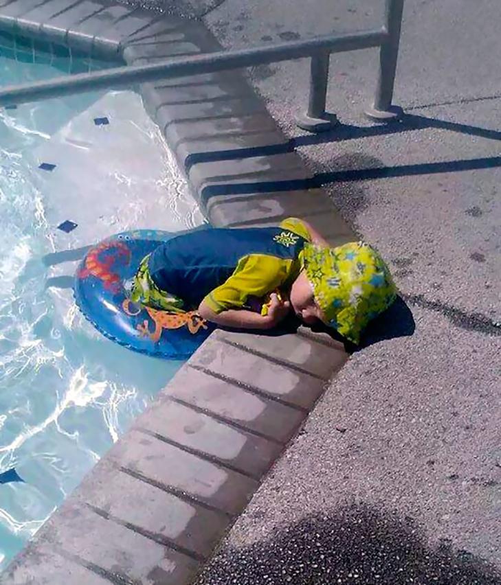 35 кумедних доказів того, що діти можуть заснути де завгодно - фото 8