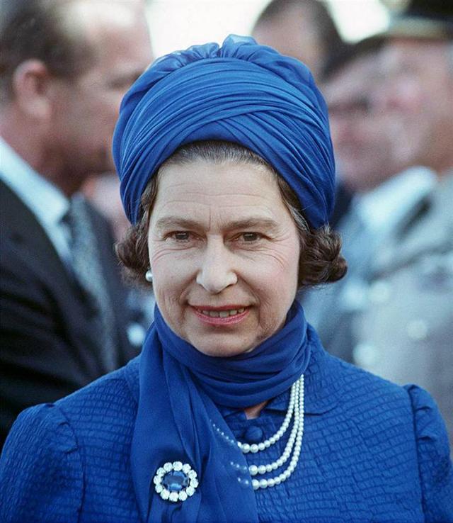 Як старіє Єлизавета ІІ: найяскравіші фото від дитинства і до сьогодні  - фото 21