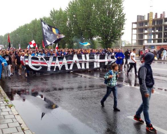 Українські та білоруські ультрас пройшли маршем по Львову (ФОТО, ВІДЕО)  - фото 2