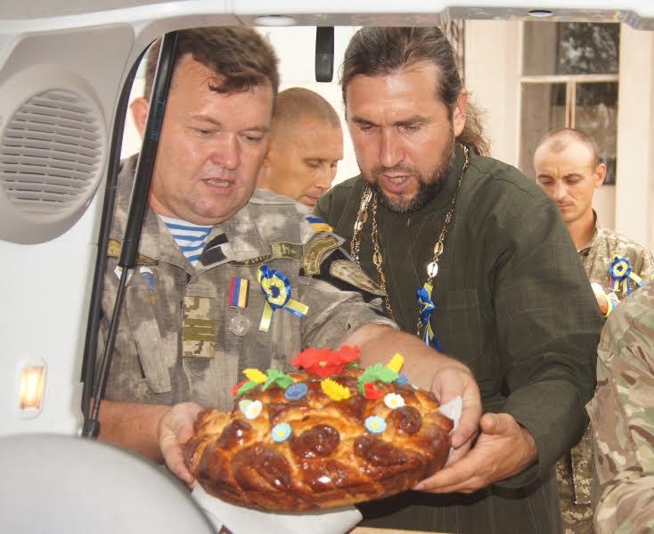 На Миколаївщині провели парад короваїв, які відправили бійцям на передову - фото 2