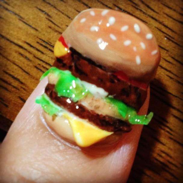 Нові тренди в манікюрі: Від копій продуктів харчування до хутра - фото 1