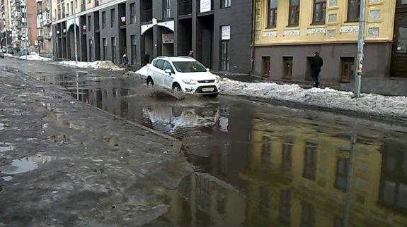Дороги Києва перетворилися на моря  - фото 1