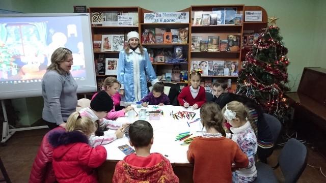Маленькі вінничани створюють новорічні прикраси в майстернях Діда Мороза - фото 1