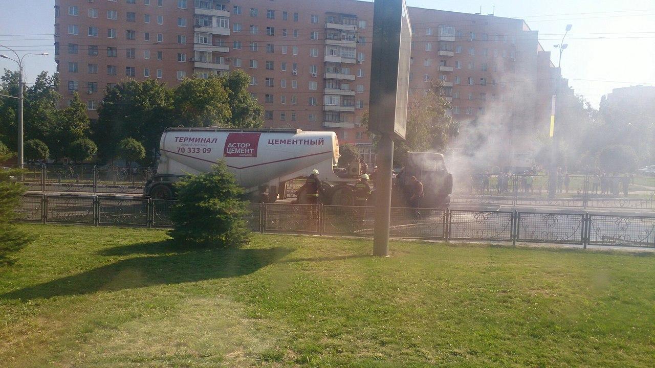 На проспекті Гагаріна спалахнув цементовоз: опубліковане відео (ВІДЕО, ФОТО)  - фото 6