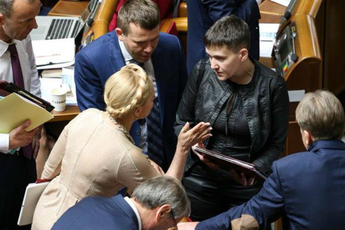 Як Тимошенко повчала Савченко у Раді - фото 3