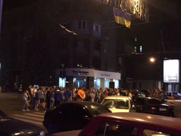 У Харкові люди перекривали вулицю з вимогою розслідувати смертельне ДТП з копами - фото 2