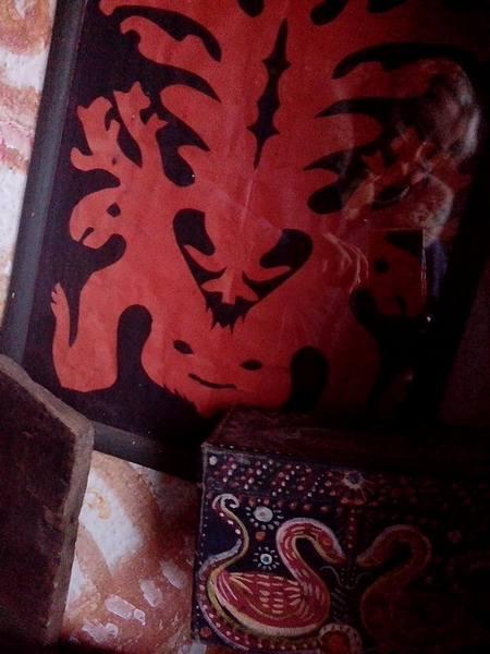 Столичний митець, який поселився у селі, розмальовує хати  - фото 9