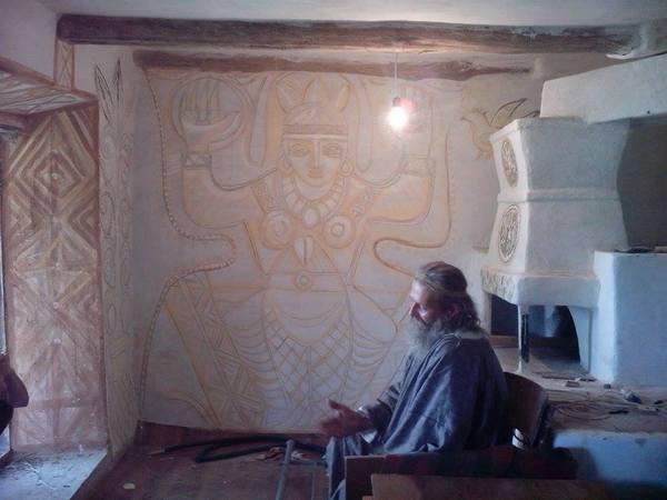 Столичний митець, який поселився у селі, розмальовує хати  - фото 5