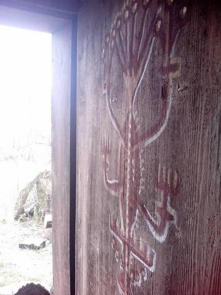 Столичний митець, який поселився у селі, розмальовує хати  - фото 8
