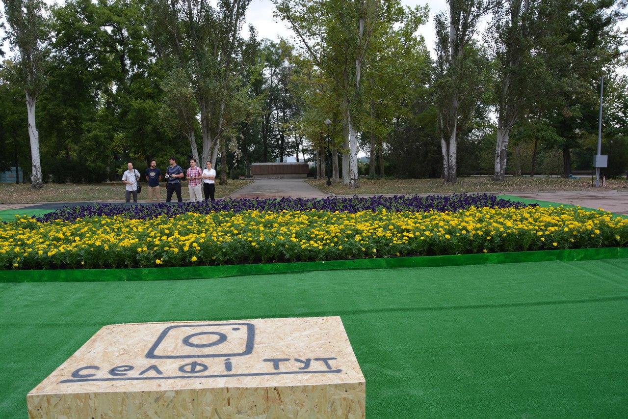 Леніну і не снилось: у Миколаєві з'явився квітковий двоколор для селфі - фото 3