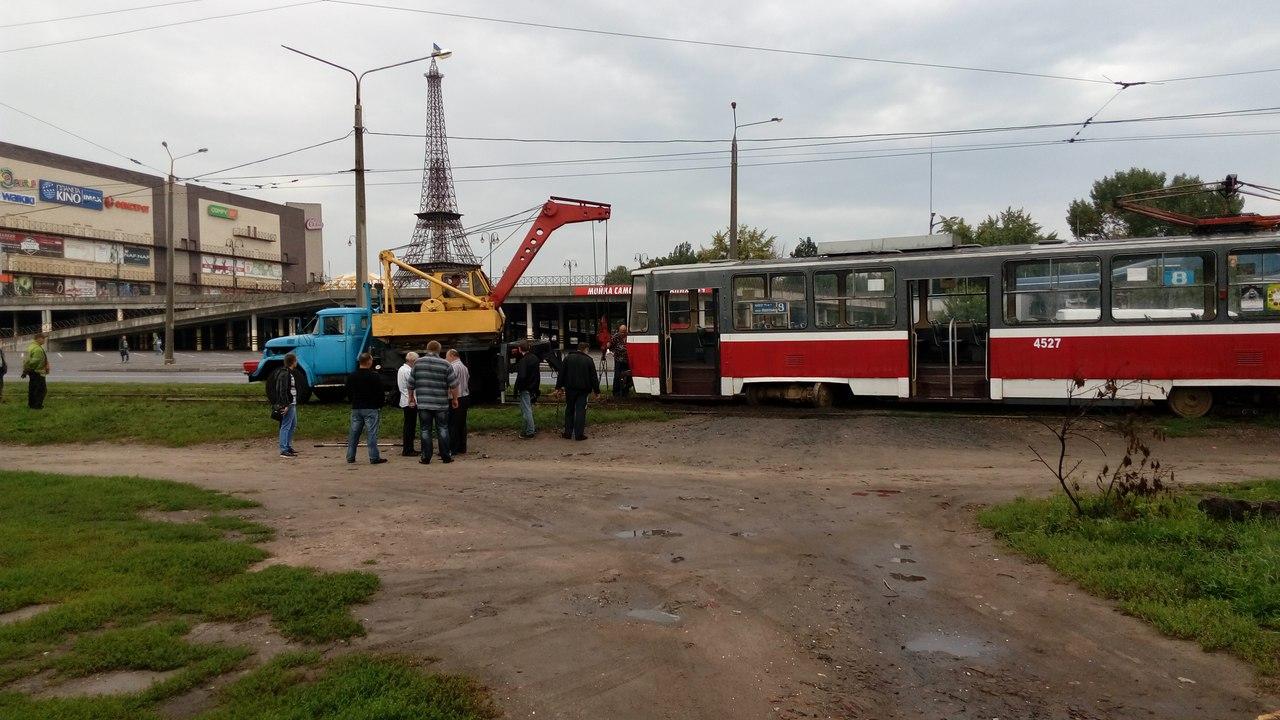 На Салтівці злетів із рейок трамвай - фото 3