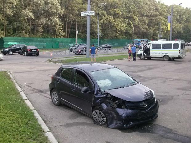 """На Бєлгородському шосе сталася """"ДТП на мільйон"""" (ФОТО) - фото 3"""