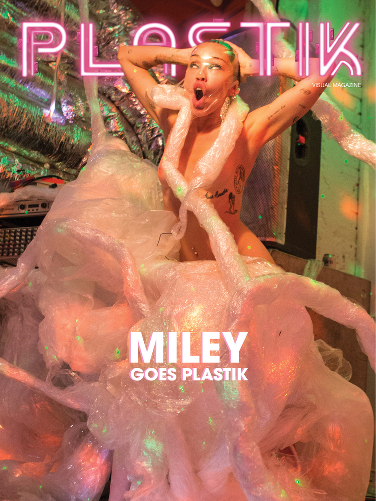 Гола Майлі Сайрус знялася у еротичній фотосесії (ФОТО 18+) - фото 8