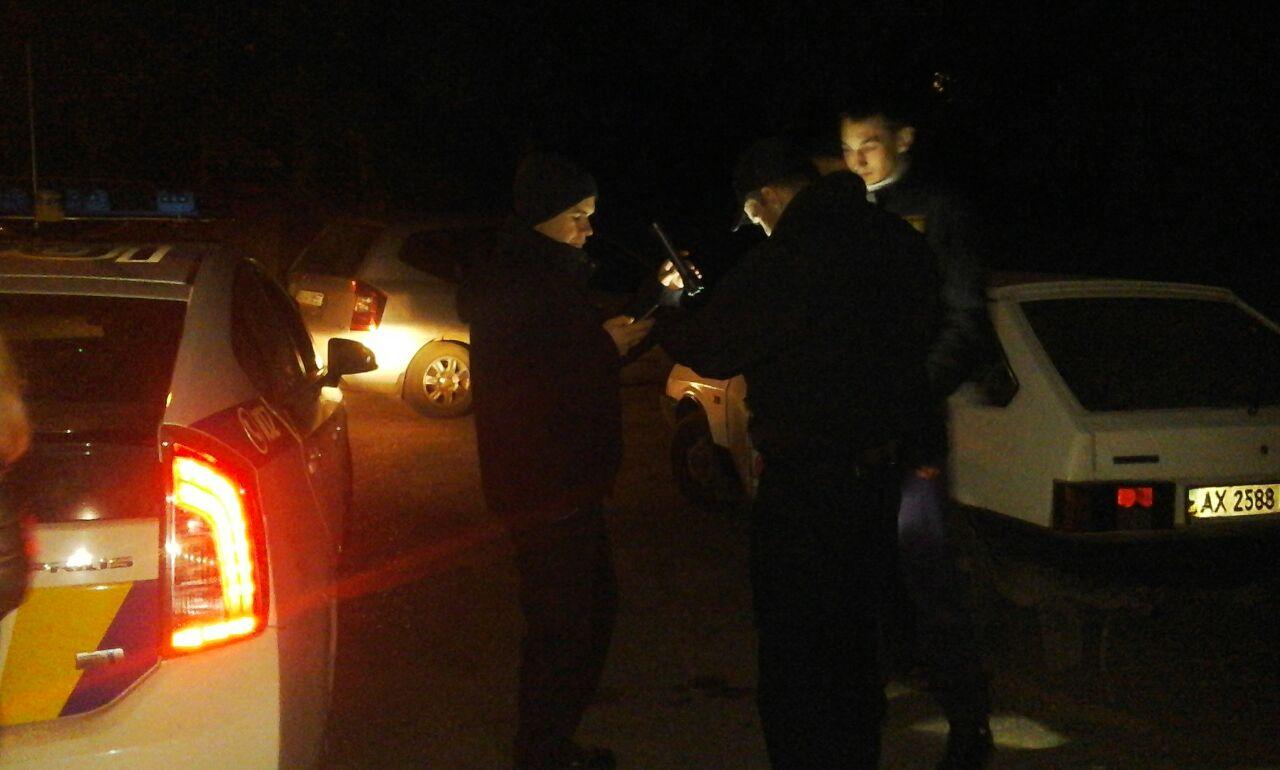 """У Харкові активісти """"Азова"""" разом з копами затримати п'яного водія - фото 1"""
