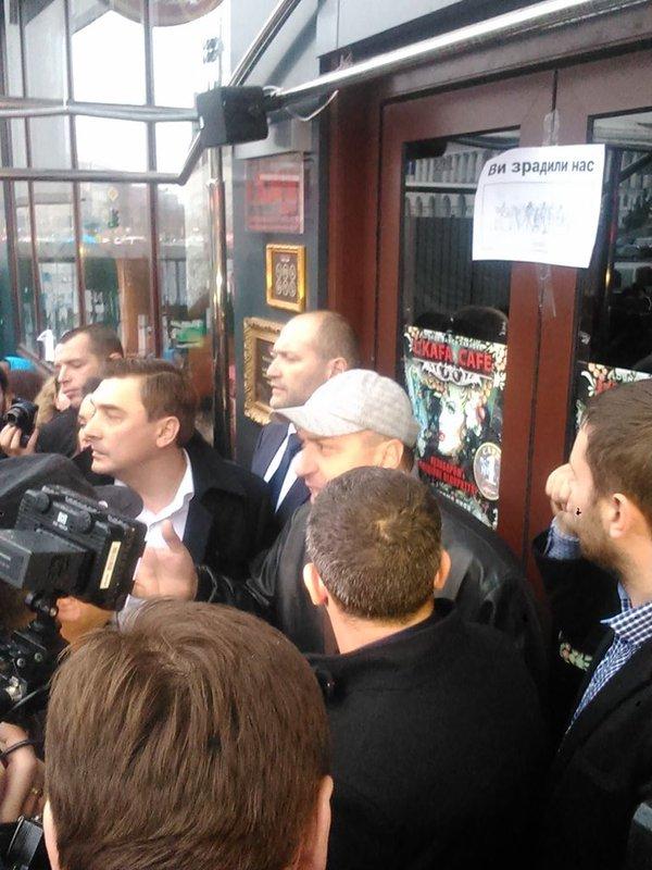 Парасюк з нардепами штурмує кафе в Будинку профспілок - фото 3