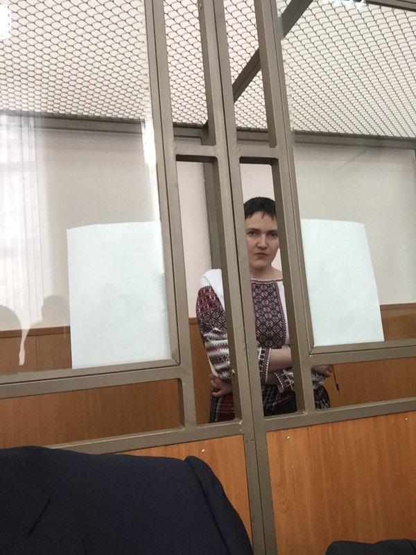 Адвокат Савченко прийшов на суд у вишиванці - фото 2
