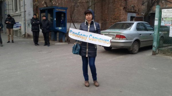 Харків'яни під консульством Росії вимагають свободи для Савченко  - фото 2