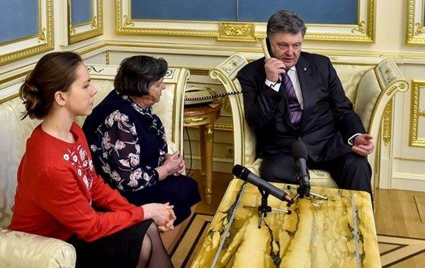 Надія Савченко вже поговорила з мамою і Порошенком - фото 1